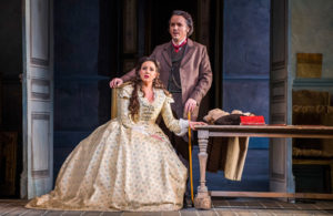 "Joyce El Khoury i Artur Ruciński w ""Traviacie"" w Royal Opera House, Londyn, fot. Tristram Kenton"