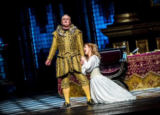 """""""Rigoletto"""" w Warszawie – olśniewająca klasyka"""